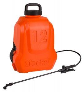 Este producto realmente revolucionario se distingue por su peso muy ligero: sólo 2.870 gramos! El tanque de forma ergónomica hace que sea cómodo para la espalda en los trabajos de rociadura. Esta bomba de mochila tiene una batería de litio que se puede quitar y poner en unos segundos y sin esfuerzo. Con lanza en fibra de vidrio, lanza de aluminio, set con boquillas y filtro. Con una lanza de chorro directo se puede rociar hasta una distancia máxima de 6 metros. - Batería: 12 V y 2,5 Ah - Autonomía: 3,5 horas - Presión de utilizo: 2,5 bar
