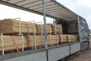 postes de acacia redondos