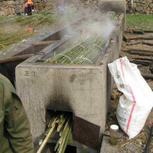 Proceso de secado de las cañas de bambú