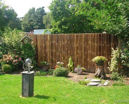 decoración con bambú un jardín